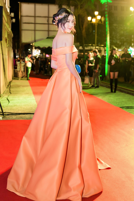 Quỳnh Anh Shyn lại công phá thảm đỏ với trang phục lộng lẫy, đeo bộ trang sức hơn 1 tỷ đồng - Ảnh 5.