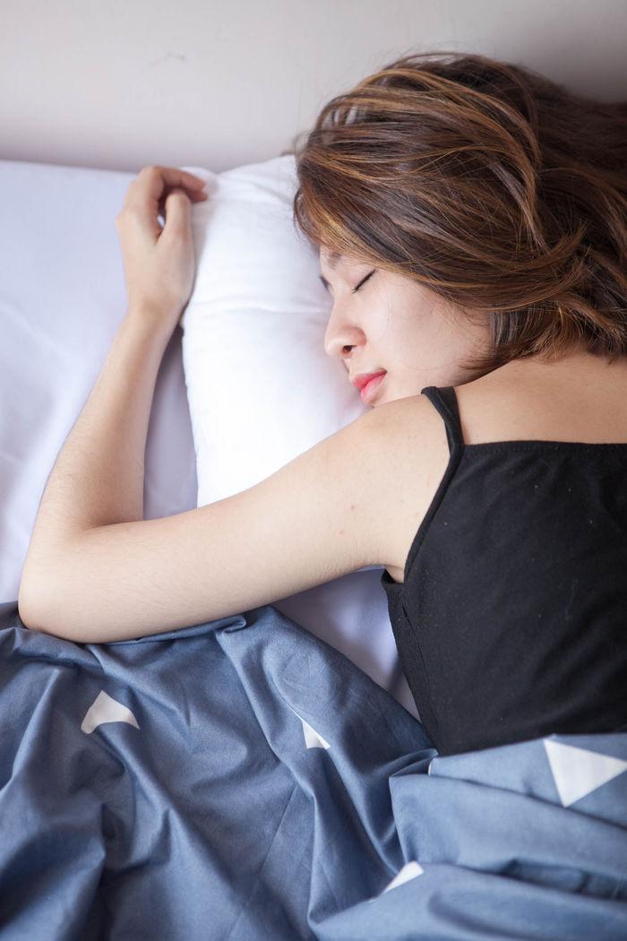 Không phải ăn nhiều, cứ mắc 10 thói quen này thì ngủ thôi cũng béo bụng