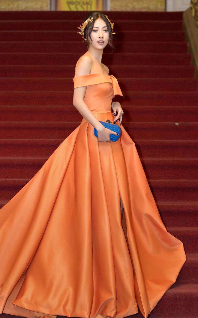 """Quỳnh Anh Shyn lại """"công phá"""" thảm đỏ với trang phục quá đỗi sexy và lộng lẫy, đeo bộ trang sức hơn 1 tỷ đồng"""