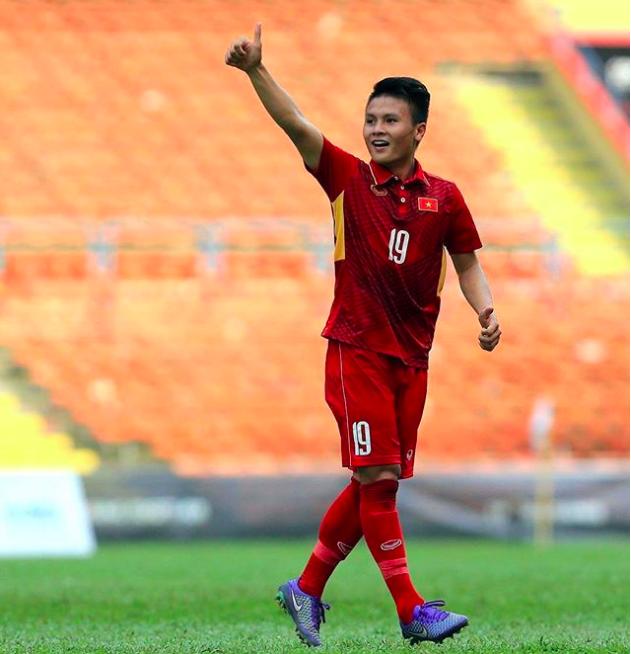 Chàng cầu thủ ghi 2 bàn cho U23, không chỉ là người hùng trên sân cỏ mà ngoài đời còn là chàng soái ca chăm diện đồ đôi với bạn gái - Ảnh 4.