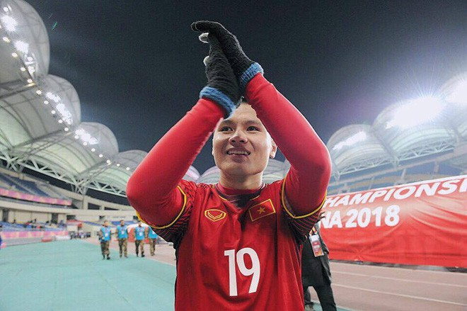 Chàng cầu thủ ghi 2 bàn cho U23, không chỉ là người hùng trên sân cỏ mà ngoài đời còn là chàng soái ca chăm diện đồ đôi với bạn gái - Ảnh 3.