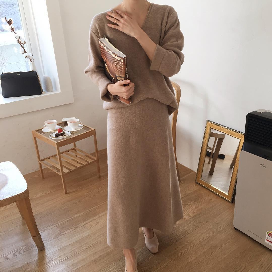 Set áo + váy len đồng màu, công thức hot rần rần sinh ra cho các cô nàng lười nhưng vẫn muốn mặc đẹp mùa đông này - Ảnh 1.
