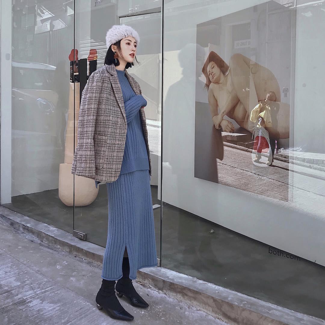 Set áo + váy len đồng màu, công thức hot rần rần sinh ra cho các cô nàng lười nhưng vẫn muốn mặc đẹp mùa đông này - Ảnh 3.
