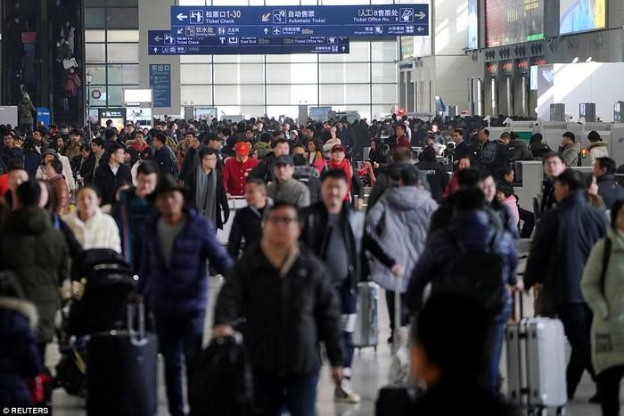 Sân bay cũng đông gấp hàng chục lần ngày thường