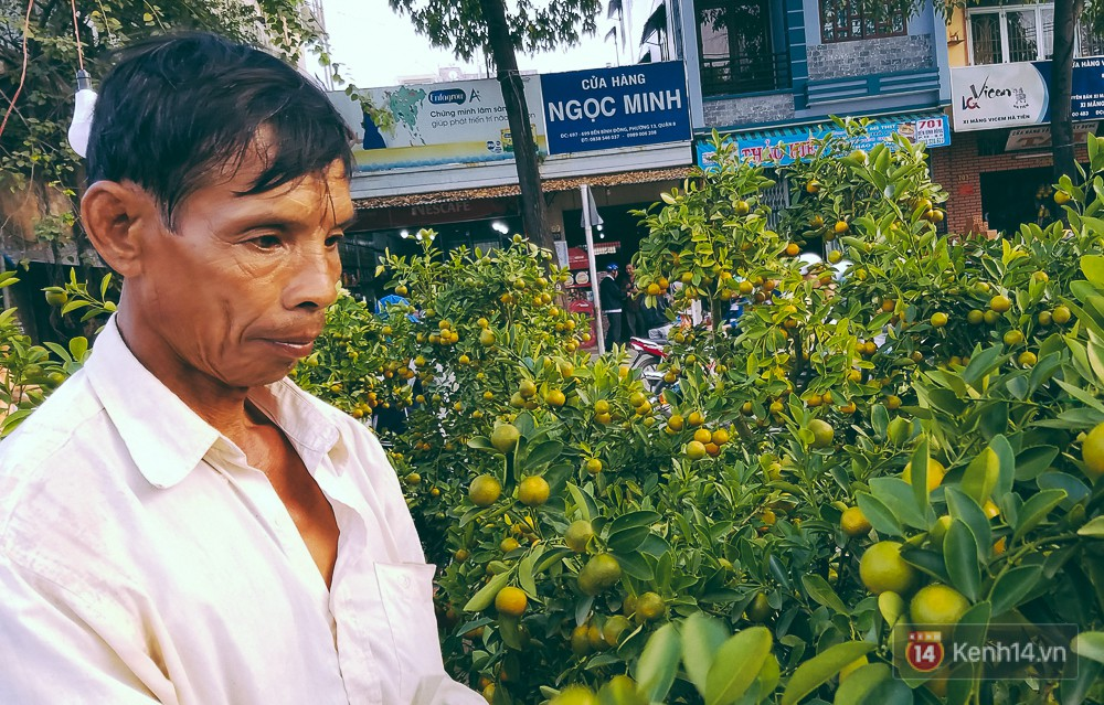 """Người bán hoa Tết nghẹn lòng kể chuyện bị ép giá đêm 30: """"Mong mọi người hãy bỏ tâm lý mua hoa giờ chót - Ảnh 4."""