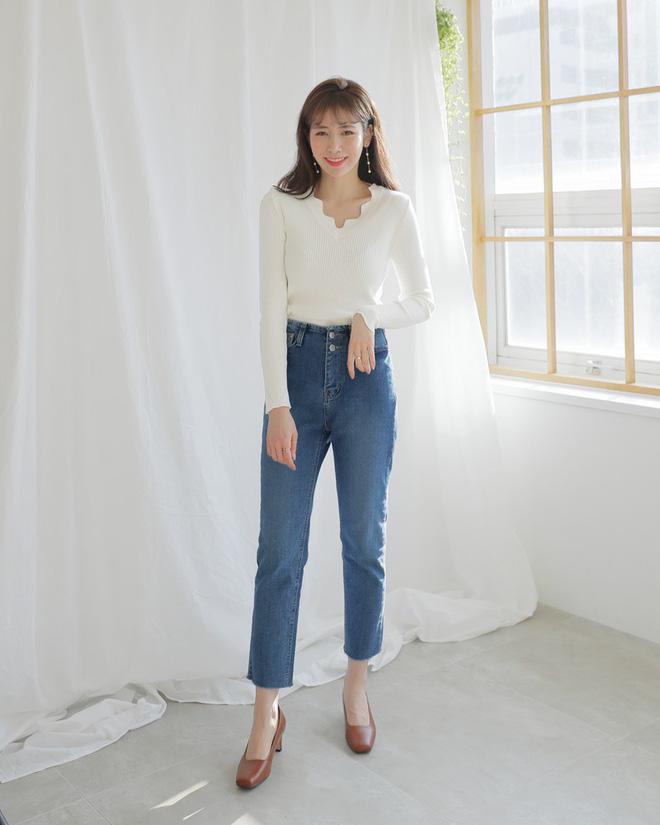 Không phải kiểu bó chít ống côn, xu hướng quần jeans 2018 thoải mái hơn với kiểu ống suông, ống vẩy - Ảnh 2.