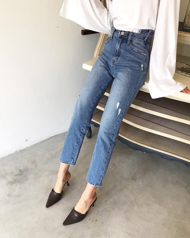 Không phải kiểu bó chít ống côn, xu hướng quần jeans 2018 thoải mái hơn với kiểu ống suông, ống vẩy - Ảnh 5.