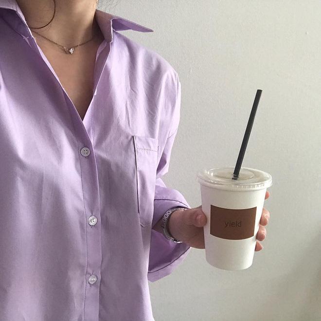 Tưởng sến mà lại xinh bất ngờ, sơ mi màu tím lavender dễ trở thành chiếc áo hot nhất mùa xuân này mà bạn nên để mắt tới - Ảnh 5.