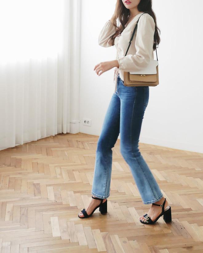 Không phải kiểu bó chít ống côn, xu hướng quần jeans 2018 thoải mái hơn với kiểu ống suông, ống vẩy - Ảnh 9.