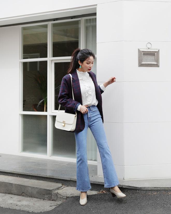 Không phải kiểu bó chít ống côn, xu hướng quần jeans 2018 thoải mái hơn với kiểu ống suông, ống vẩy - Ảnh 14.