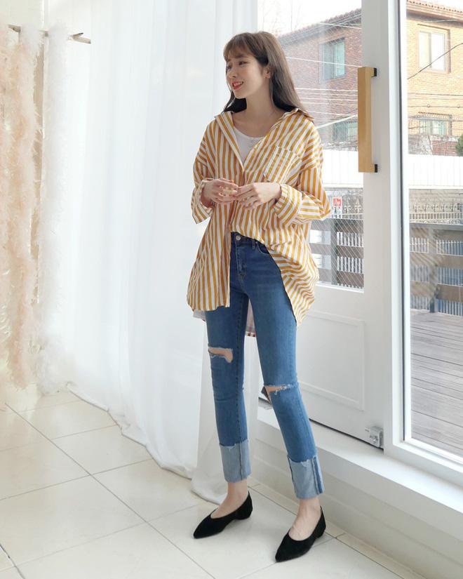Không phải kiểu bó chít ống côn, xu hướng quần jeans 2018 thoải mái hơn với kiểu ống suông, ống vẩy - Ảnh 19.