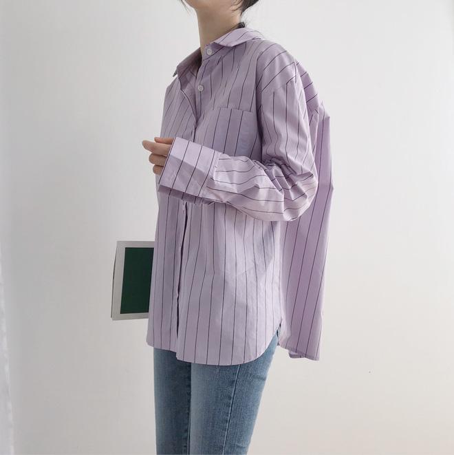 """Tưởng sến mà lại xinh bất ngờ, sơ mi màu tím lavender dễ trở thành chiếc áo """"hot"""" nhất mùa xuân này mà bạn nên để mắt tớ… –"""