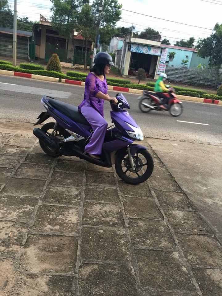 Bản tin thời trang giao thông: Những nàng ninja có áo giáp mix & match hoàn hảo với màu xe để chào hè 2018 - Ảnh 3.