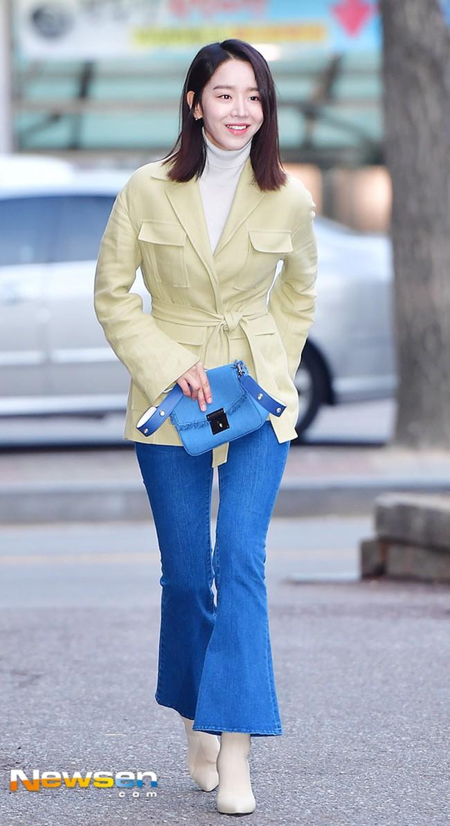 Street style sao tháng 3 báo hiệu màu vàng đang là hot trend khi Chi Pu, Hương Tràm, Văn Mai Hương... đều chọn mặc - Ảnh 19.