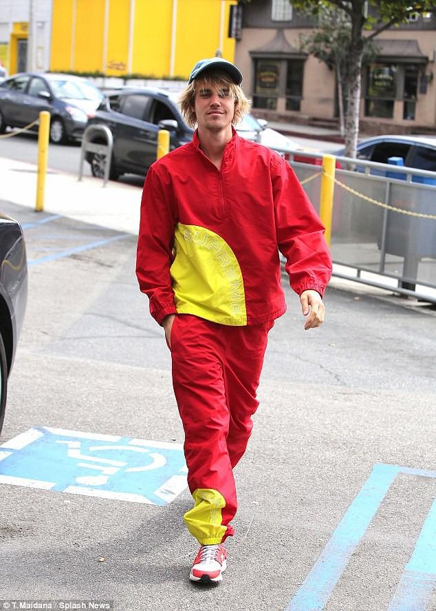 Mặc Selena, Justin tươi tắn diện quần tụt chơi bóng sau khi qua đêm với người đẹp mới - Ảnh 7.