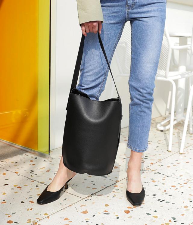 Không phải sneaker, giày khuyết gót là món đồ nàng công sở cần sắm ngay trong hè này - Ảnh 5.