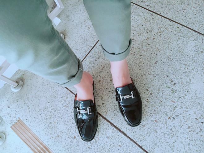 Không phải sneaker, giày khuyết gót là món đồ nàng công sở cần sắm ngay trong hè này - Ảnh 24.