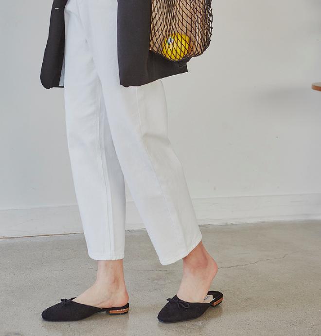 Không phải sneaker, giày khuyết gót là món đồ nàng công sở cần sắm ngay trong hè này - Ảnh 16.