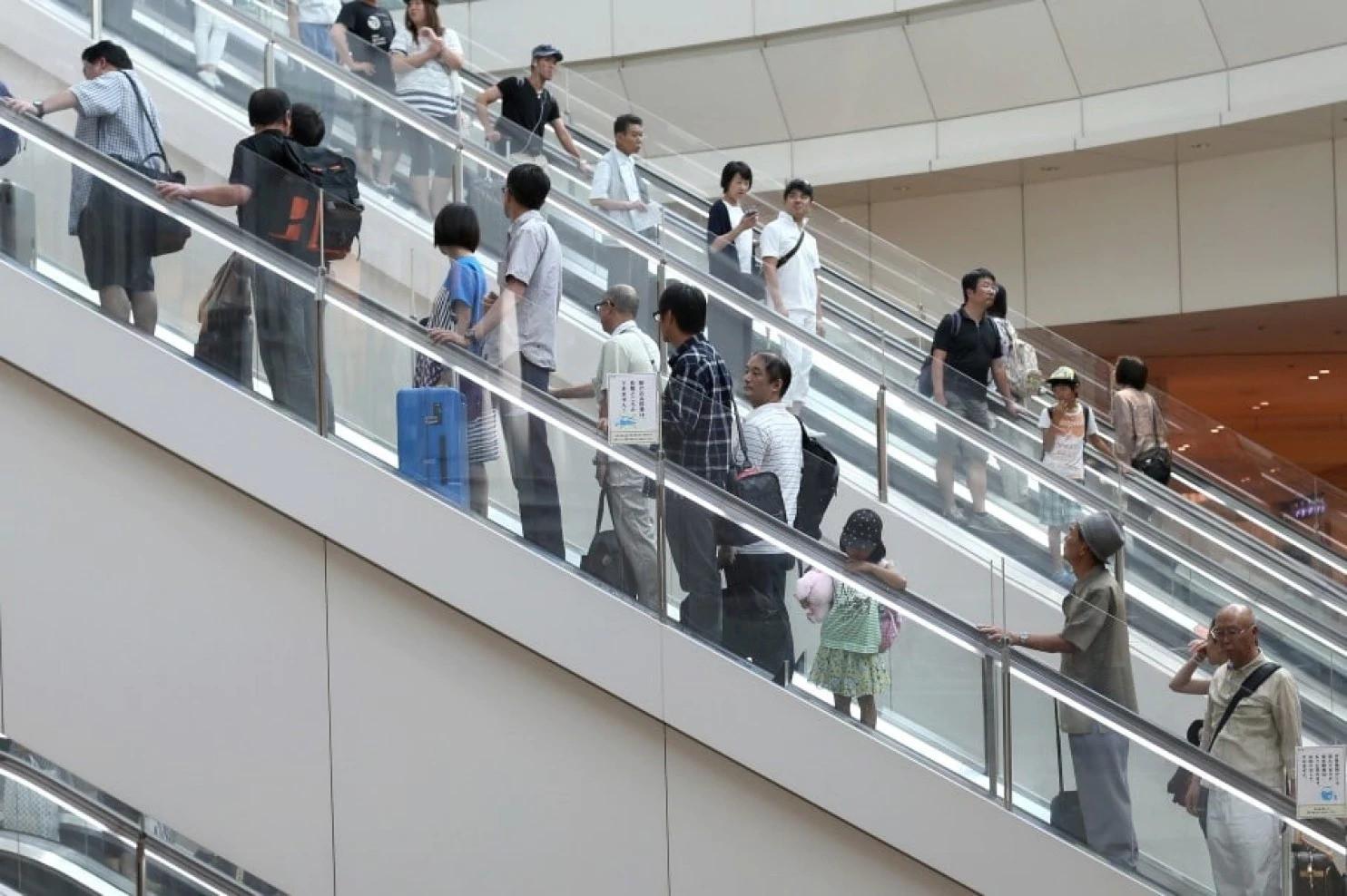 """Vì sao người Nhật chỉ đứng một bên khi đi thang cuốn: Câu trả lời thực sự khiến bạn """"ngả mũ kính phục dân tộc này - Ảnh 3."""