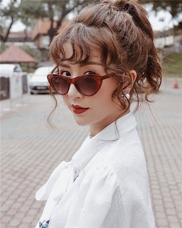 Để 'đối phó' với thời tiết nóng bức, tóc đuôi ngựa cột cao như 'hot girl' Quỳnh Anh Shynlà lựa chọn thích hợp