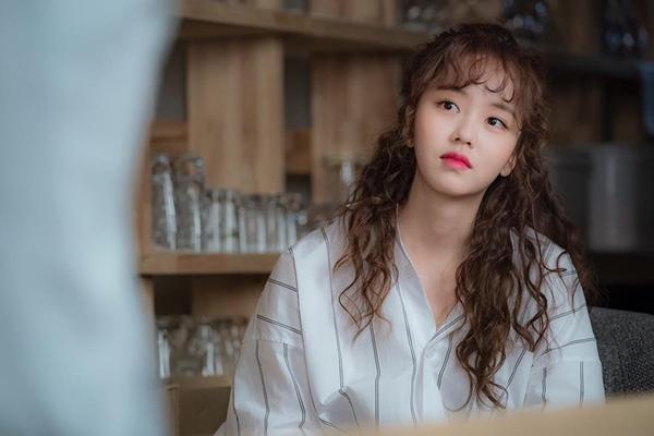 'Học lỏm' sao Việt - Hàn cách diện mốt tóc mái xoăn đúng điệu 3