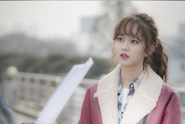 'Học lỏm' sao Việt - Hàn cách diện mốt tóc mái xoăn đúng điệu 4