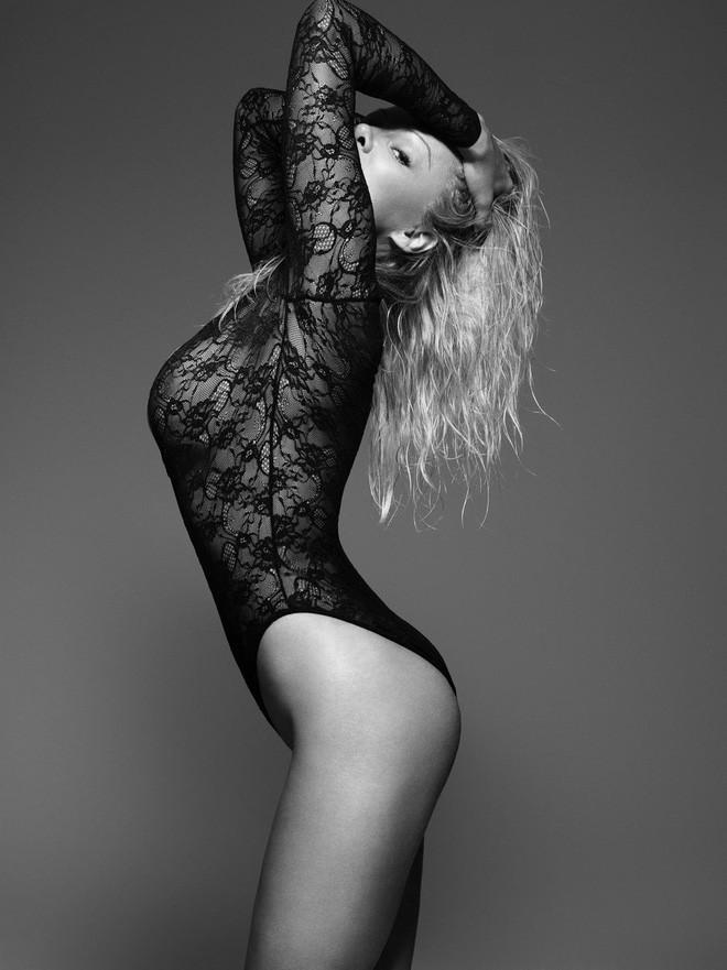 50 tuổi, siêu mẫu Pamela Anderson vẫn khiến gái trẻ phải ghen tị và đây chính là bí quyết giữ dáng của cô - Ảnh 1.
