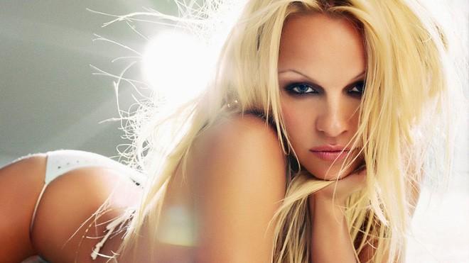50 tuổi, siêu mẫu Pamela Anderson vẫn khiến gái trẻ phải ghen tị và đây chính là bí quyết giữ dáng của cô - Ảnh 3.