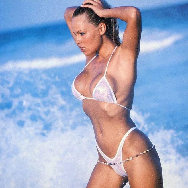 50 tuổi, siêu mẫu Pamela Anderson vẫn khiến gái trẻ phải ghen tị và đây chính là bí quyết giữ dáng của cô - Ảnh 7.