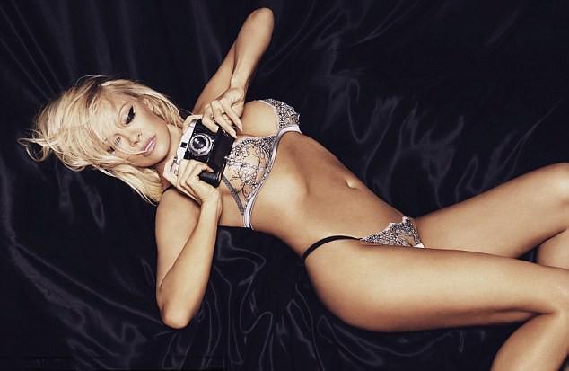 50 tuổi, siêu mẫu Pamela Anderson vẫn khiến gái trẻ phải ghen tị và đây chính là bí quyết giữ dáng của cô - Ảnh 2.