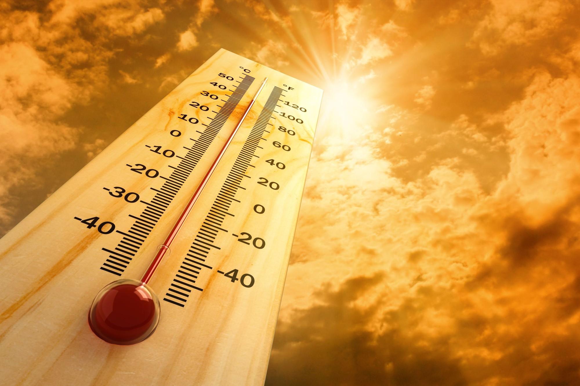 Sài Gòn nắng nóng lên tới 35 - 36 độ C: cẩn thận với 6 triệu chứng sốc nhiệt do đi dưới trời nắng quá lâu - Ảnh 4.