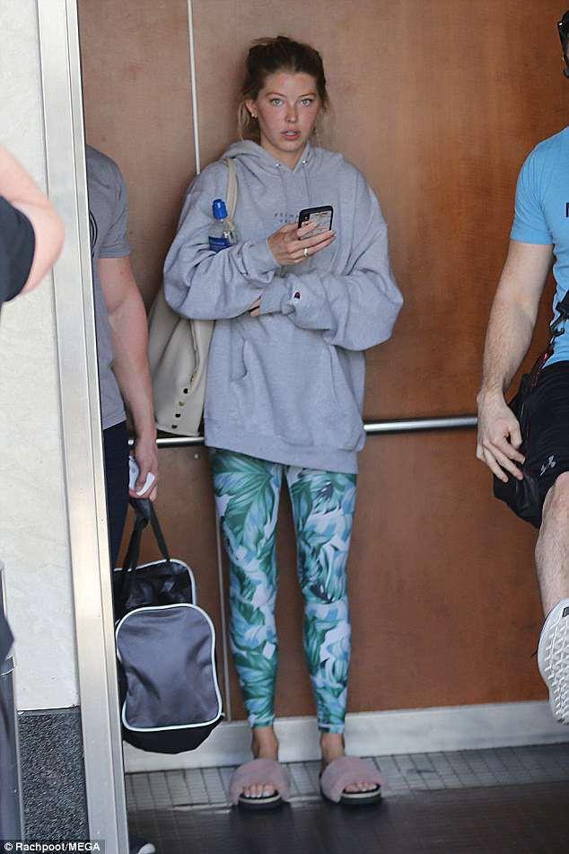 Không còn là tin đồn, Justin Bieber công khai sánh đôi bên người đẹp mới hậu chia tay Selena - Ảnh 5.