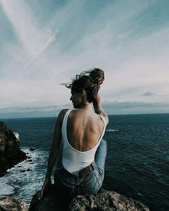 Tình cảm bi ai nhất ở chỗ, xa cách sinh bất lực – bất lực rồi buông tay