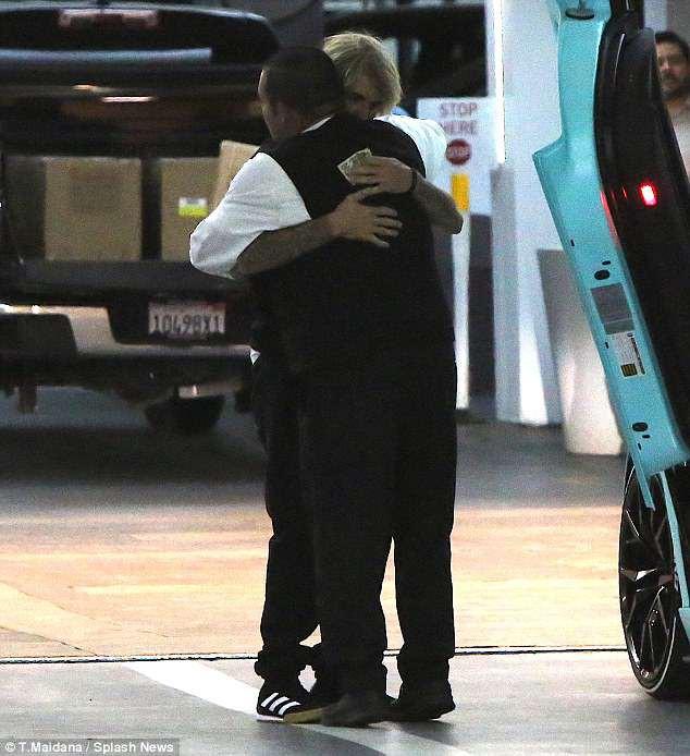 Không còn là tin đồn, Justin Bieber công khai sánh đôi bên người đẹp mới hậu chia tay Selena - Ảnh 9.