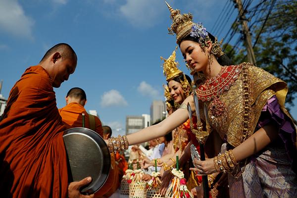 Chùm ảnh ấn tượng tại lễ hội té nước Songkran Thái Lan 2