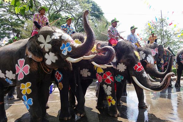 Chùm ảnh ấn tượng tại lễ hội té nước Songkran Thái Lan 5