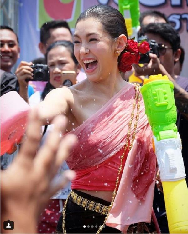 Chùm ảnh ấn tượng tại lễ hội té nước Songkran Thái Lan 6