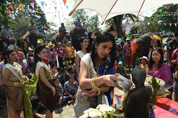 Chùm ảnh ấn tượng tại lễ hội té nước Songkran Thái Lan 4