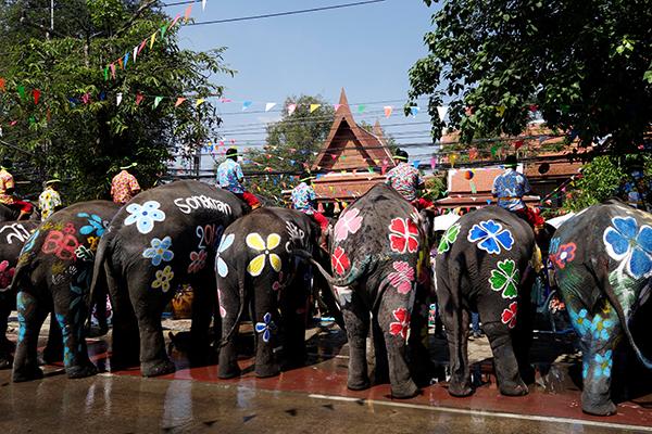 Chùm ảnh ấn tượng tại lễ hội té nước Songkran Thái Lan 3