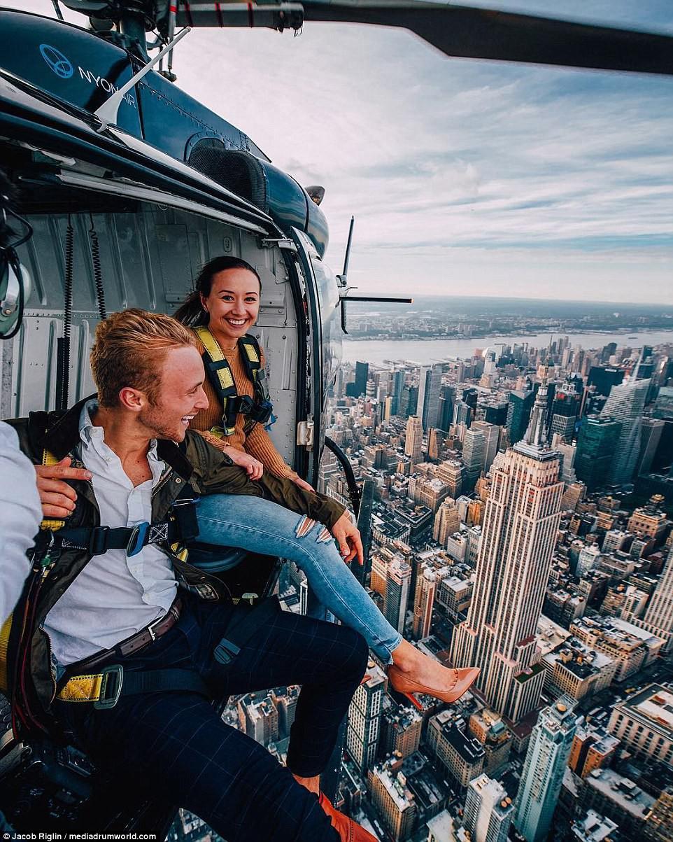 Mới 23 tuổi, cặp đôi được trả lương 6 con số để chu du khắp thế giới và cho ra đời những bức ảnh đẹp mê đắm - Ảnh 2.