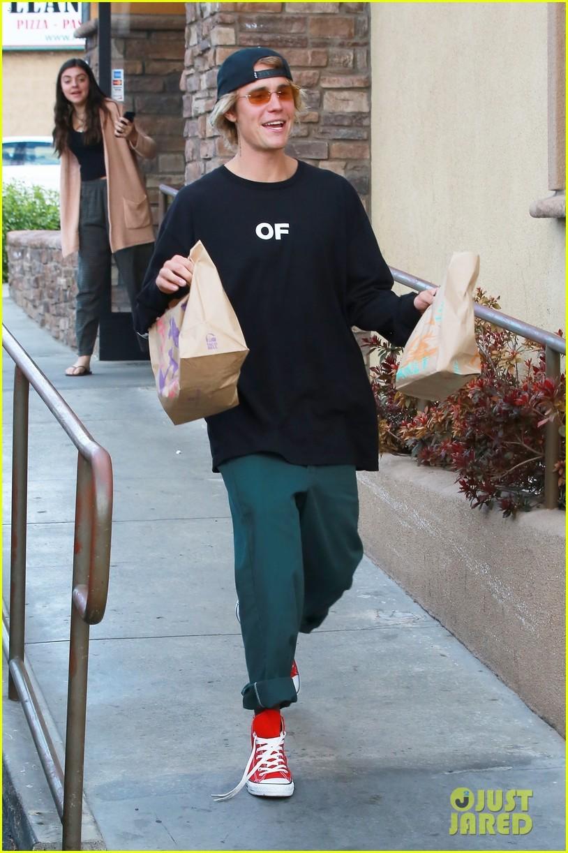 Justin Bieber bị bắt gặp đi vào... toilet nữ, thiếu Selena đã làm anh ấy lú đến mức này ư? - Ảnh 5.