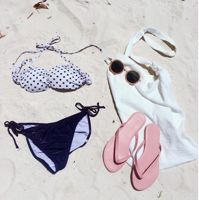 Quần áo bình thường còn giấu dáng được, nhưng đồ bơi nhất định phải chọn đúng thiết kế chuẩn dáng - Ảnh 2.