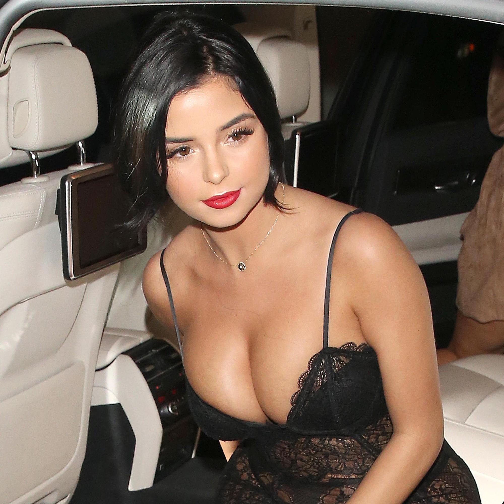 Demi Rose thiêu đốt bãi biển với nhan sắc xinh như Selena, body thì thách thức cả chị em Kim - Ảnh 8.