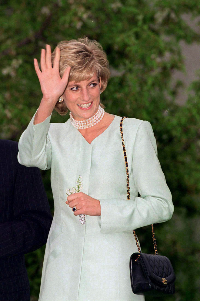 Lý do đằng sau việc Công nương Diana ngừng diện đồ Chanel sẽ khiến người ta càng thương bà nhiều hơn - Ảnh 1.