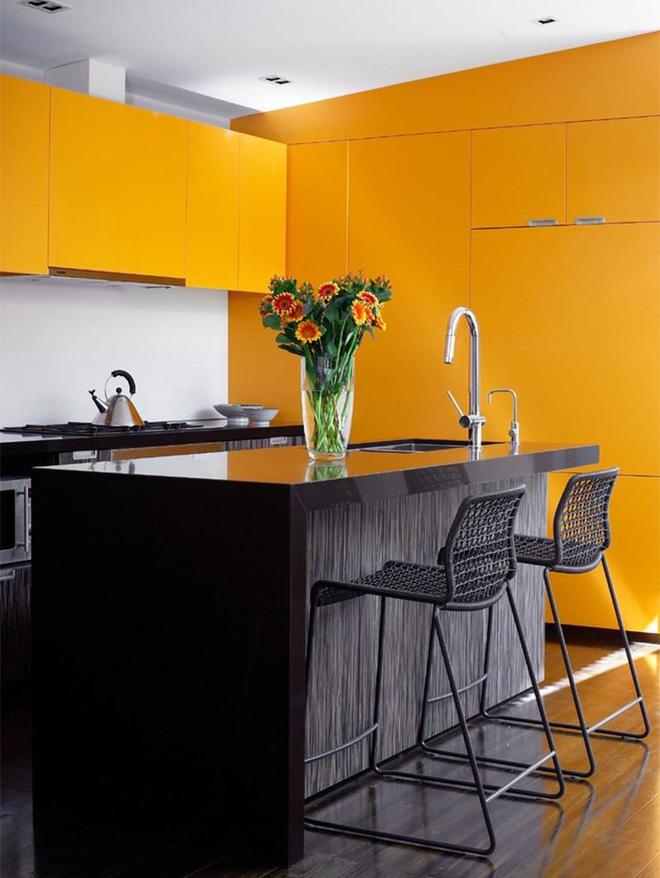 Vàng – gam màu cứu rỗi những căn bếp không có sự xuất hiện của ánh sáng tự nhiên - Ảnh 2.
