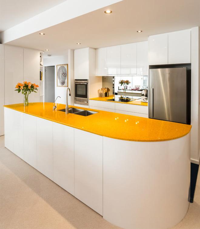 Vàng – gam màu cứu rỗi những căn bếp không có sự xuất hiện của ánh sáng tự nhiên - Ảnh 5.