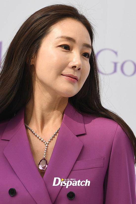 Lần đầu xuất hiện chính thức sau cưới, đại mỹ nhân Choi Ji Woo như bà hoàng tại sự kiện - Ảnh 9.