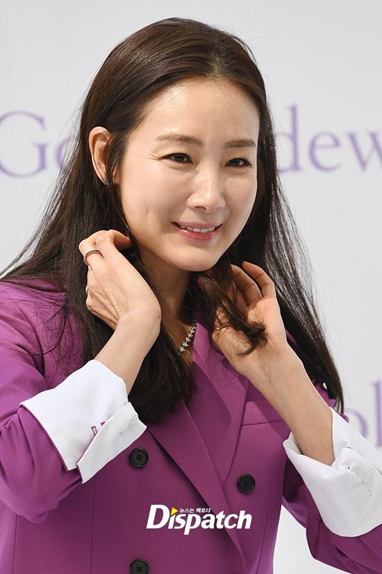 Lần đầu xuất hiện chính thức sau cưới, đại mỹ nhân Choi Ji Woo như bà hoàng tại sự kiện - Ảnh 10.