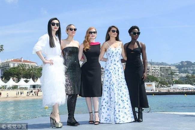 Khoảnh khắc gây sốt: Phạm Băng Băng trắng bật tông so với dàn mỹ nhân quốc tế hạng A tại Cannes - Ảnh 1.