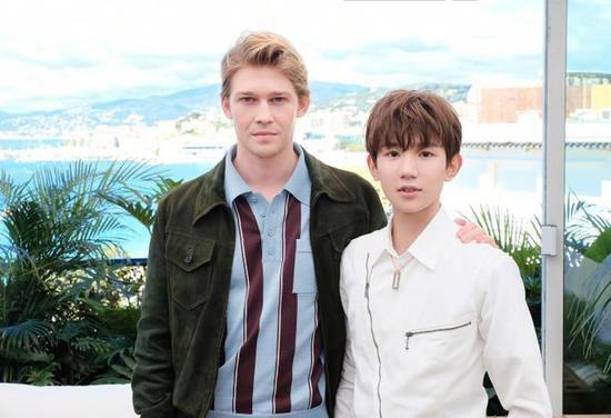 Mỹ nam Vương Nguyên TFboys lần đầu tới Cannes, hớn hở chụp ảnh chung cùng bạn trai Taylor Swift - Ảnh 8.